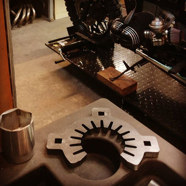 #bmw #exhaust tool by #plebeomoto at our friend @arjanvandenboom at #iwcmotorcycles. #airheads